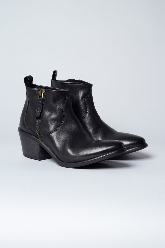 CPH115 cow leather black