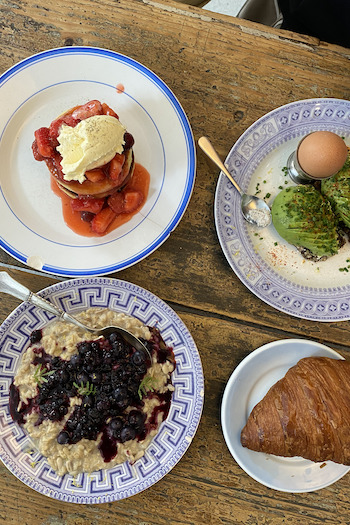 At one of the best breakfast spots in Copenhagen, Atelier September, you can get super delicious vegetarian and fresh breakfast like pancakes with strawberries and cream, home made bread with avocado and an egg or porridge with blueberries or a simple croissant.