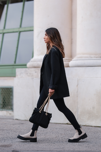 Sonia Dhillon wearing a complete black Outfit, a black blazer and a black leggings and combined it with CPH735 in vitello ecru.