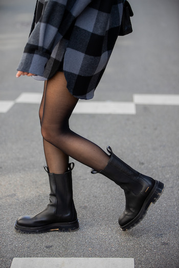 It's an cutout from @mariehindkaer who is walking on the street of copenhagen. She is wearing CPH1000 vitello black/clear, tights and a shirt blouse with checkered pattern.
